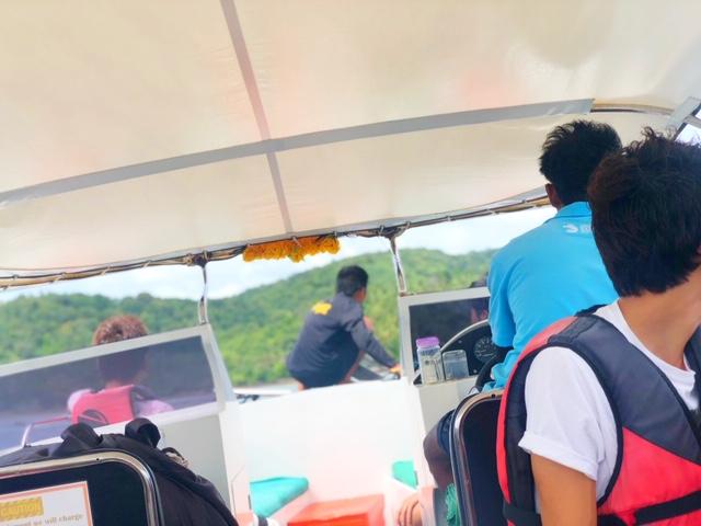 サムイ島コンラッドボートの中