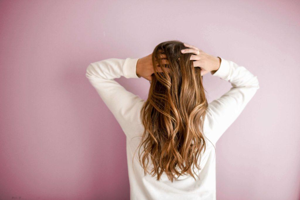 キレイな髪の毛の女性